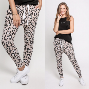 Product Display of Leoni Jordan Jogger Blush Leopard
